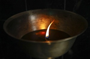 Да запалиш свещица е по-лесно отколкото да проклинаш тъмнината